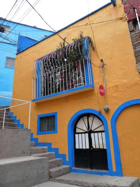 Azul y amarillo en Guanajuato