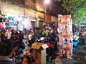 Les emplettes se font partout dans la rue et jusqu'au dernier moment!