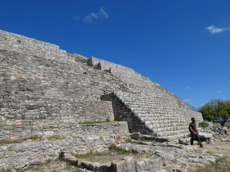 pyramide-izamal