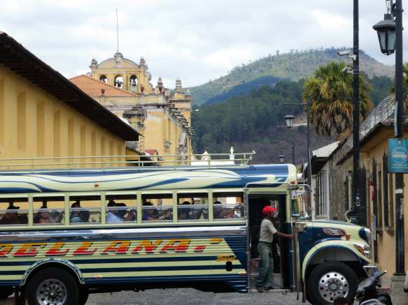 chicken bus à Antigua