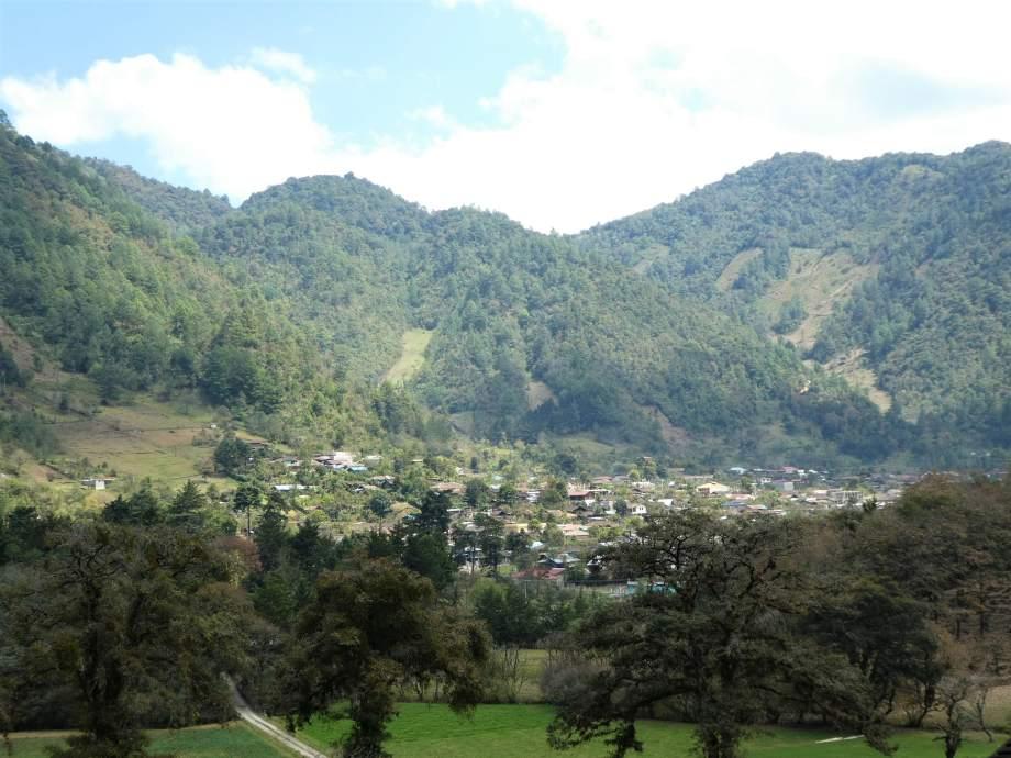 petit-village-dacul-perdu-dans-la-valle