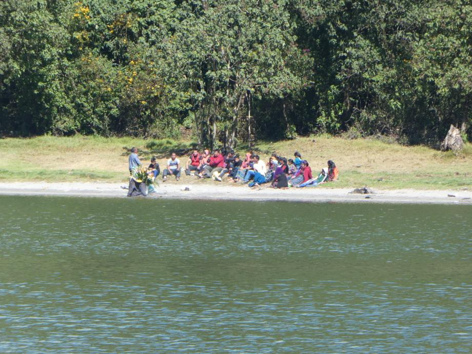 rites autour de la laguna chicabal.JPG