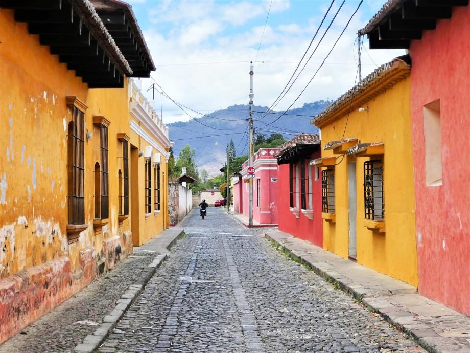 Rue colorée d'Antigua