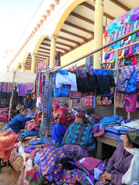 Textiles au marché de San Fransisco El Alto