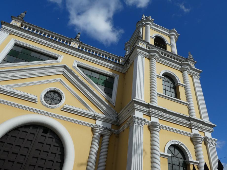 Une des églises de Xela.JPG