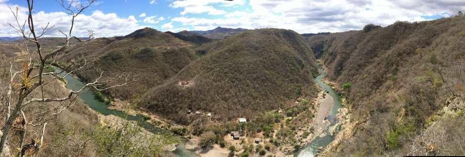 Vue panoramique sur le canyon -