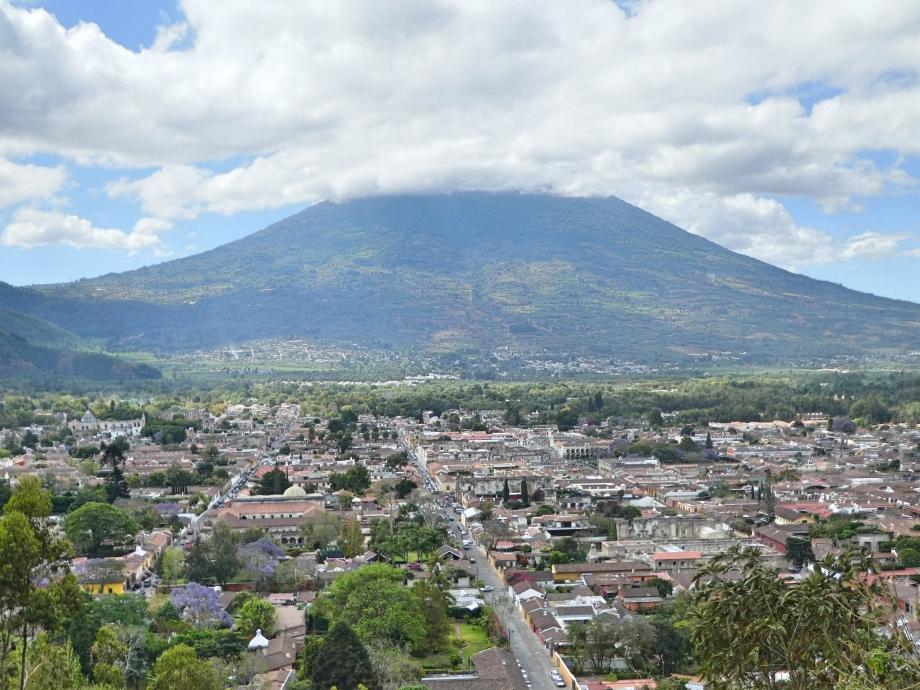 Vue sur Antigua et le volcan Agua