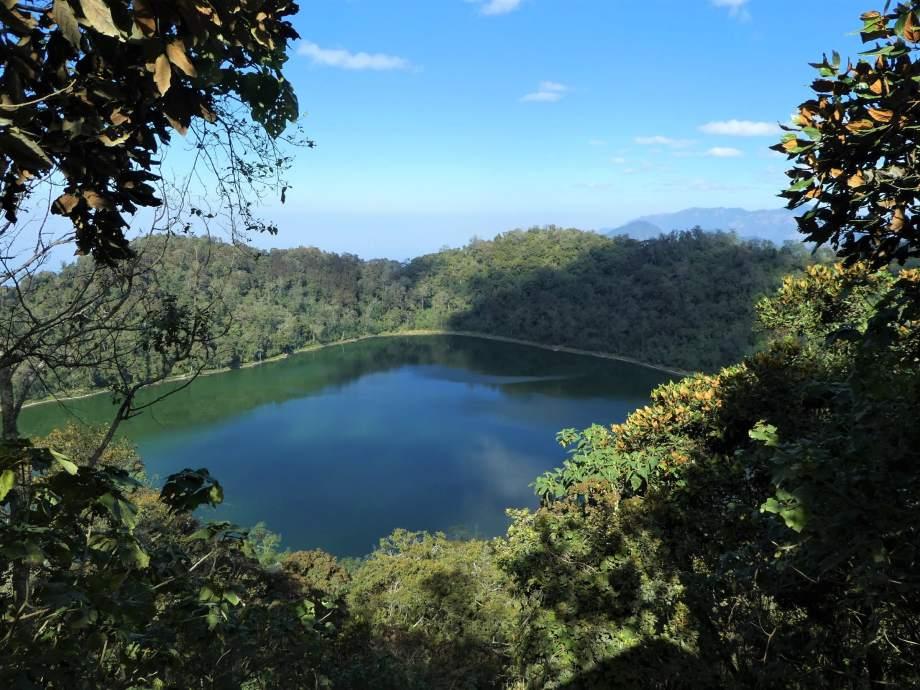 Vue sur la laguna Chicabal.JPG