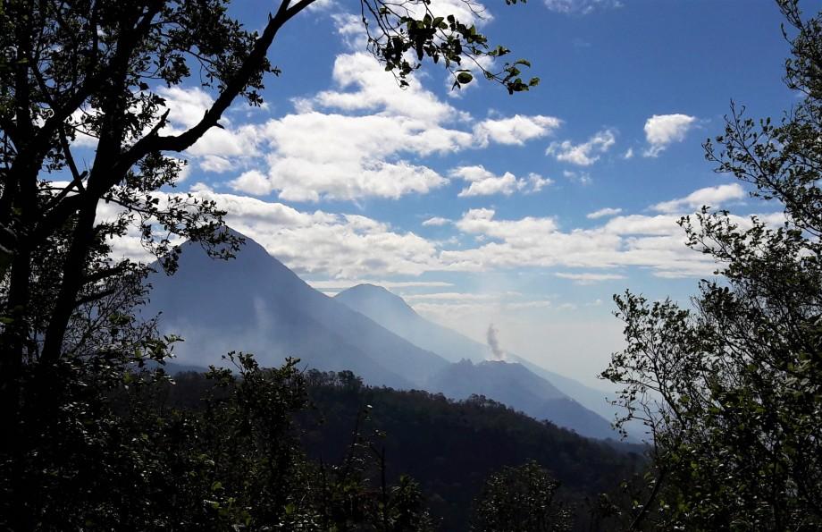 Vue sur les volcans..jpg