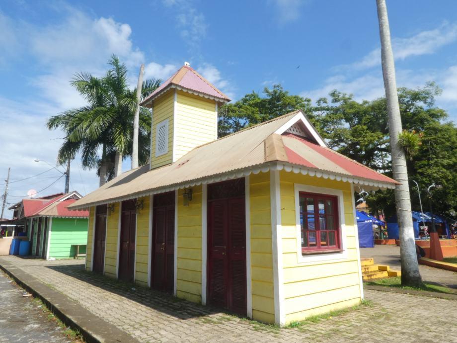 mini église à Bocas town
