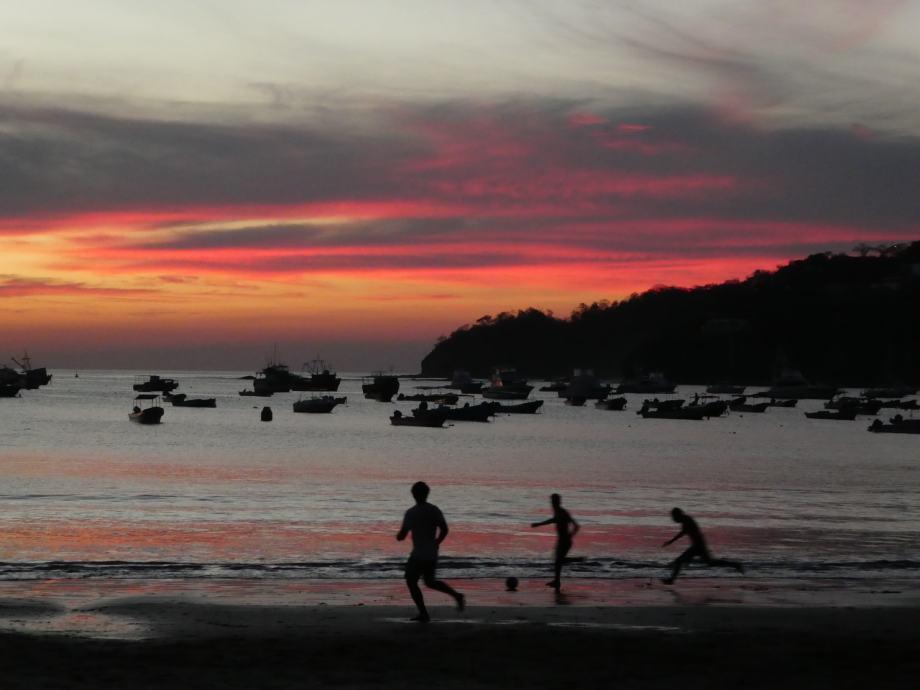 Partie de foot après le sunset
