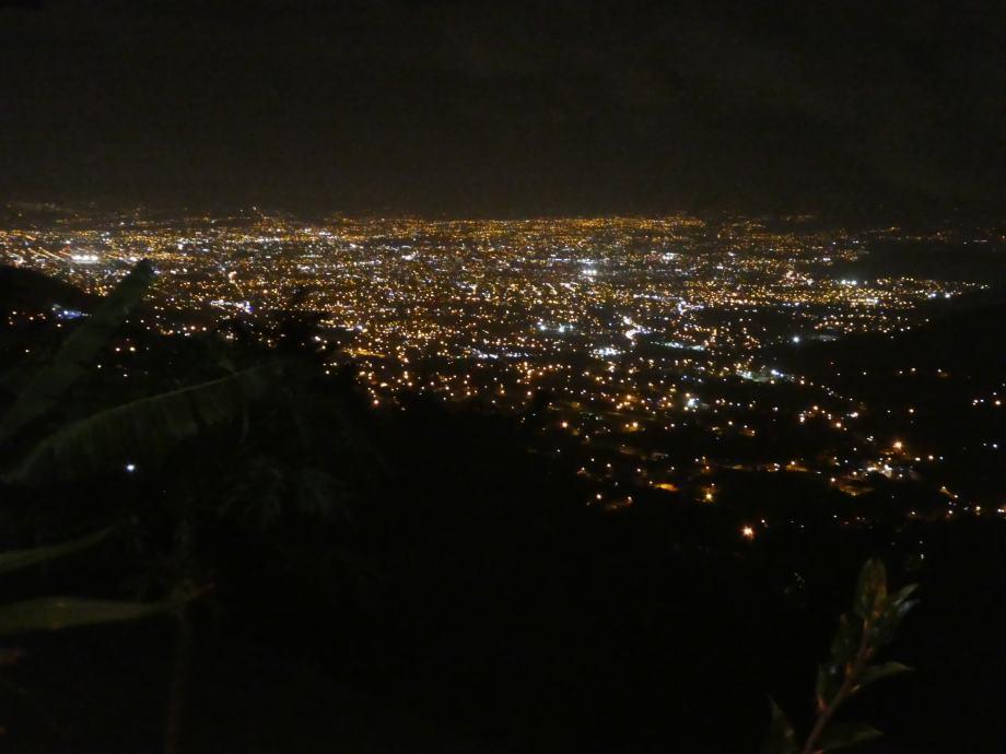 Vue nocturne sur San José.JPG