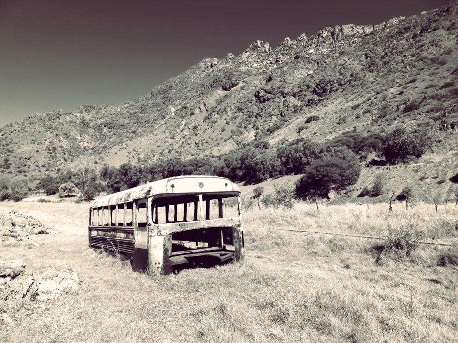 bus abandonné --.jpg