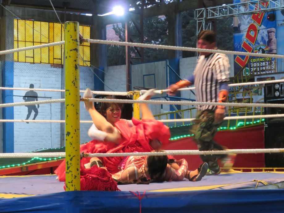 combat de cholitas-