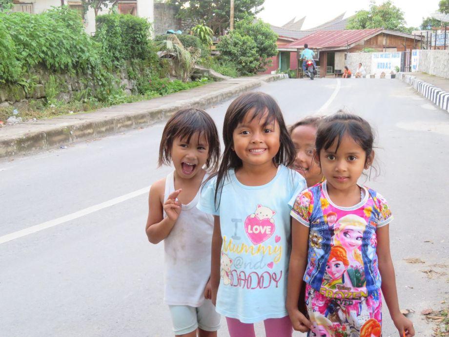 enfants au lac Toba (2)
